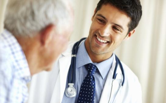 Studenti šestých ročníků lékařských fakult už mohou žádat o stipendium 120 000 korun. Šanci mají ti, kteří absolvují přípravu v některém z vybraných oborů