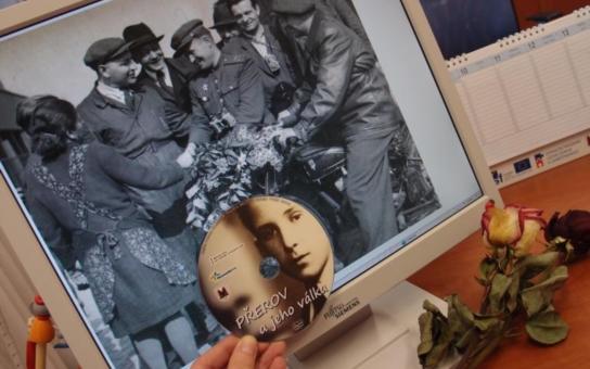 Zažloutlé fotografie, vzpomínky pamětníků... Přerov má nový dokument o svém kmotrovství, které po válce spojilo město s obcí, již měla lehnout popelem