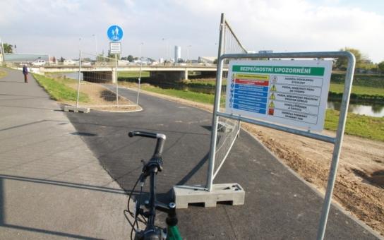 Cyklisté mohou zajásat: Stezka podél Moravy je konečně téměř kompletní. Pod mostem se bude svítit