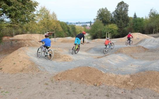 Olomouc má bikepark, ojedinělé místo pro adrenalinovou jízdu na kole. Je pro úplné začátečníky i ty, kdo čekají netrpělivě na profesionální exhibice