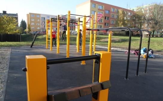 Sportovní hit takzvaných street-workoutových hřišť dorazil i do Olomouce. Venkovní posilovací park mohou využívat děti i dospělí