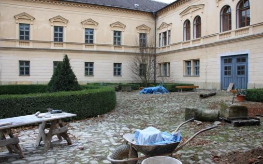 V Čechách pod Kosířem finišuje další etapa oprav zámku, který se pyšní rozsáhlým romantickým parkem. Veřejnost se dočká dvou prohlídkových tras, přibude rozhledna