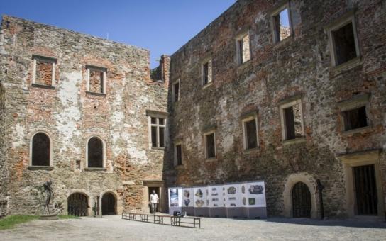 Olomoucký kraj opraví chátrající palác na čtvrtém nádvoří hradu Helfštýn. Finanční náklady na rekonstrukci jednoho z největších středověkých hradů u nás jsou zatím odhadovány na 53 milionů korun