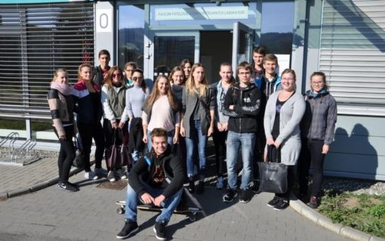 Valašský Medik Klub pro středoškoláky startuje pilotní semestr. Navazuje na středoškolskou výuku a rozšiřuje ji, představuje studentům jednotlivá pracoviště, odbornosti i zdravotníky